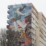 La fameuse oeuvre «Et j'ai retenu mon souffle» apparue en juin 2016 est signée par le duo américain Patrick McNeil et Patrick Miller. La fresque représente une ballerine suspendue entre le ciel et les toits d'une ville. À voir au 110, rue Jeanne d'Arc (Paris XIIIe).
