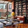 Entre loft new-yorkais et atelier d'usine, le Rooms Tbilissi, cette ancienne maison d'édition a reussi sa mue en un hôtel chic et bohème.