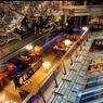 Sous une spectaculaire cathédrale de verre qui le protège de la pollution extérieure, l'architecture de l'hôtel Eclat donne le vertige. Ici, s'entrecroisent passerelles futuristes et escalators au milieu des œuvres d'art.