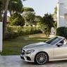 A Genève, Mercedes présente la cinquième variante de la nouvelle famille Classe E : le cabriolet. Ce modèle se présente comme une Classe S Cabriolet en réduction.