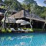 A Ubud, le Ritz-Carlton Reserve Mandapa s'inscrit dans un environnement naturel d'exception où il privilégie l'expérience sensorielle et l'immersion culturelle.