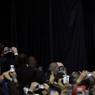 RETOQUÉ. A quelques heures de son entrée en vigueur, la version 2 du décret anti-immigration de Donald Trump ne passe pas. Un juge fédéral de Hawaï a ordonné ce jeudi 16 mars la suspension temporaire de cette nouvelle mouture, sur l'ensemble du territoire américain, infligeant un nouveau revers judiciaire au président américain. Donald Trump a dénoncé avec virulence la décision «erronée» du juge fédéral, promettant d'aller «jusqu'à la Cour suprême».