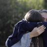 DRAME. Des élèves du lycée Tocqueville de Grasse (Alpes-Maritimes) sont sous le choc après la fusillade qui a éclaté dans leur établissement scolaire ce jeudi 16 mars. Huit personnes ont été légèrement blessées, dont trois touchées par des plombs. Un suspect, élève de lycée, a été interpellé après les faits, selon des sources proches de l'enquête.