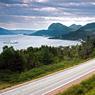 Classé au patrimoine mondial de l'Unesco pour sa géologie exceptionnelle, le parc national du Gros-Morne, situé sur la côte ouest de Terre-Neuve regorge de merveilles naturelles. Les fjords profonds couverts d'épineux, de plantations de thé du Labrador et de myrtilles, se succèdent.