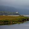 Au cœur des montagnes et vallées du comté de Donegal, le parc national de Glenveagh (ou Glenveagh National Park) fait partie des 6 parcs nationaux existants en Irlande. Au loin, sous une fine bruime apparaît le château de Glenveagh.