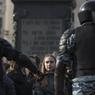 À Moscou, les manifestants ont arpenté tout l'après-midi les trottoirs la rue Tverskaïa, l'une des principales avenues de la capitale, dans tous les sens, compliquant tout comptage.