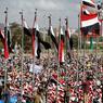 DÉMONSTRATION DE FORCE. Deux ans après l'intervention d'une coalition militaire arabe au Yémen, les rebelles qui contrôlent la capitale Sanaa se disent prêts à résister jusqu'au bout, alors que les lignes de front sont figées et les efforts de paix au point mort. Les rebelles chiites Houthis et leurs alliés, les partisans de l'ex-président Ali Abdallah Saleh, ont marqué cet anniversaire en organisant ce dimanche 26 mars une manifestation géante à Sanaa, sous le slogan «Résistance à l'agression».