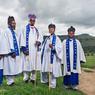 Le dimanche, on célèbre la messe sous une tente avec les prêtres Bishop, membres de la communauté de «The catholic Zion apostolic Church».