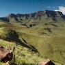 La majestueuse chaîne des Drakensberg s'étire comme un coup de griffe à la frontière du Lesotho. Ici, les paysages s'étendent à perte de vue.