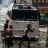CARACAS NE RÉPOND PLUS. « Le peuple du Venezuela a décidé de descendre dans la rue et n'en partira que lorsqu'il sera libre. » L'opposition est à nouveau mobilisée dans le pays pour protester contre la crise économique et les atteintes à la démocratie dont elle accuse le gouvernement du président socialiste Nicolás Maduro. Un régime autoritaire étrangement soutenu et défendu par Jean-Luc Mélenchon. Il s'agit de la quatrième vague de protestation en deux semaines. Des centaines d'antichavistes (du nom de l'ancien président Hugo Chávez, 1999-2013) ont affronté la police. Aux jets de pierres de certains manifestants, qui réclament notamment des élections libres, les forces de l'ordre ont répondu par des gaz lacrymogènes.
