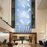 Cet ancien bâtiment du ministère de l'Éducation nationale s'est métamorphosé en 5 étoiles. Dans un style rétro chic, l'Electra Metropolis occupe une place idéale dans Plaka.