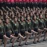 JAMBES EN L'AIR. Au lendemain d'une démonstration de force du régime nord-coréen avec une gigantesque parade militaire pour célébrer le 105e anniversaire de la naissance du fondateur de la République populaire démocratique de Corée (RPDC), Kim Il-sung, Pyongyang a essuyé un piteux échec lors d'un essai de missile. Un revers pour le pays, au moment où les tensions sur la péninsule sont attisées par des déclarations belliqueuses de Kim Jong-un et des manœuvres militaires américaines dans le Pacifique. Tout en saluant les efforts de la Chine pour contenir la Corée du Nord voisine, le vice-président américain Mike Pence a réaffirmé que le temps de la « patience stratégique » envers la dictature communiste était révolu.