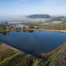 Située sur la commune de Cheffois, au sud de la Vendée, la pépinière s'étend sur près de 100 ha. Elle est entièrement alimentée en eau par de grands bassins collinaires qui récupèrent l'eau de pluie. Deux millions de plantes y sont cultivées.