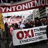CONTRE L'AUSTÉRITÉ. Des milliers de personnes ont manifesté ce mercredi 17 mai à Athènes, et une grève générale était observée à travers la Grèce contre de nouvelles mesures d'austérité dictées par les créanciers du pays, que le Parlement doit voter jeudi soir. Les manifestants ont dénoncé les nouvelles coupes dans les retraites et les hausses d'impôts prévues entre 2018 et 2021. Des mesures de rigueur avaient déjà été adoptées l'année dernière par le gouvernement de gauche d'Alexis Tsipras, pour la période courant jusqu'à la fin du plan d'aide actuel, juillet 2018.