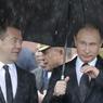 COMMÉMORATION. Le président russe, Vladimir Poutine, et son Premier Ministre, Dmitri Medvedev, se sont rendus sur le mur du Kremlin où ils ont déposé une gerbe, ce 22 juin 2017, pour commémorer l'invasion de l'Union Soviétique par les nazis, connue sous le nom « d'opération Barbarossa » du 22 juin 1941.
