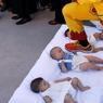 TRADITION. Un homme vêtu d'un costume rouge et jaune, représentant le diable et connu sous le nom de Colacho, saute par-dessus des bébés placés sur un matelas. Les enfants, nés dans l'année, doivent ainsi être purifiés. Cette fête traditionnelle qui fait partie des célébrations de la Fête-Dieu a lieu dans le village Castrillo de Murcia, au nord de l'Espagne chaque année depuis 1620.