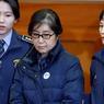 MENACES. « Nous déclarons au pays et à l'étranger que nous imposerons la peine de mort à la traîtresse Park Geun-Hye ». C'est par ces mots que le gouvernement de Pyongyang menace l'ancienne présidente de la Corée du Sud ,Park, au centre de la photo. La Corée du Nord l'accuse d'avoir «promu» un complot des services de renseignements sud-coréens visant à assassiner Kim Jong-Un et d'autres membres du régime