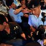 TENSIONS. Le leader du mouvement étudiant de contestation pro-démocratique de Hong Kong Joshua Wong a été interpellé ce mercredi 28 juin pendant une manifestation à la veille de l'arrivée du président chinois Xi Jinping, pour le 20ème anniversaire de la rétrocession de l'ex-colonie britannique à la Chine. Joshua Wong et une vingtaine d'autres militants avaient entamé un sit-in autour d'un monument symbolisant le retour de Hong Kong dans le giron chinois.
