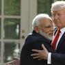 «CALIN» PRÉSIDENTIEL. Le Président américain Donald Trump et le Premier ministre indien Narendra Modi ont affiché leur proximité à l'issue de leur premier tête-à-tête le lundi 26 juin à la Maison Blanche, louant la solidité des liens entre les États-Unis et l'Inde. Les deux hommes ont échangé une longue accolade avant de rejoindre leurs pupitres pour de brèves déclarations en insistant sur leur volonté de renforcer leur coopération dans la lutte contre le terrorisme. Le dirigeant indien a ainsi échappé à la poigne de fer de son homologue américain
