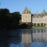 Près de Cherbourg, le château des Tocqueville, où l'auteur de  De la démocratie en Amérique fit l'essentiel de sa carrière d'écrivain et d'homme politique.