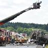 DRAMATIQUE ACCIDENT. Un car de touristes a brûlé ce lundi 3 juillet dans un accident dans le sud de l'Allemagne, faisant «probablement» 18 morts piégés par les flammes et 30 blessés, soit l'un des plus graves accidents de ces dernières années en Europe. L'accident est survenu près de Münchberg, dans une zone forestière et montagneuse à la limite des Etats régionaux de Bavière et de Thuringe, non loin de la frontière tchèque. La chancelière Angela Merkel est «bouleversée» par le drame, a fait savoir son porte-parole Steffen Seibert, adressant les «pensées» de la dirigeante «aux victimes et à leurs proches, ainsi qu'aux blessés».