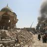 LES RUINES DU CALIFAT. Ce petit cube de pierre surmonté d'une coupole est tout ce qui reste de la grande mosquée de Mossoul dont le minaret penché, haut de 45mètres, était l'un des plus vieux symboles du patrimoine historique irakien. Construite en 1172 sur ordre de Noureddine al-Zinki, figure de la résistance contre les croisés, cet édifice religieux érigé au cœur de la vieille ville a été plastiqué le 21juin par les combattants du soi-disant «califat islamique», peu avant leur retrait devant l'avancée des forces régulières irakiennes. Mais une poignée de kamikazes et de snipers de Daech résiste toujours, et le martyre des quelque 100000 habitants qui survivent dans ces amas de ruines n'est pas encore terminé.