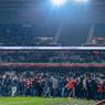 «Si on descend (en Ligue 2 ndlr), on vous descend», se sont mis à scander des fans sur la pelouse.