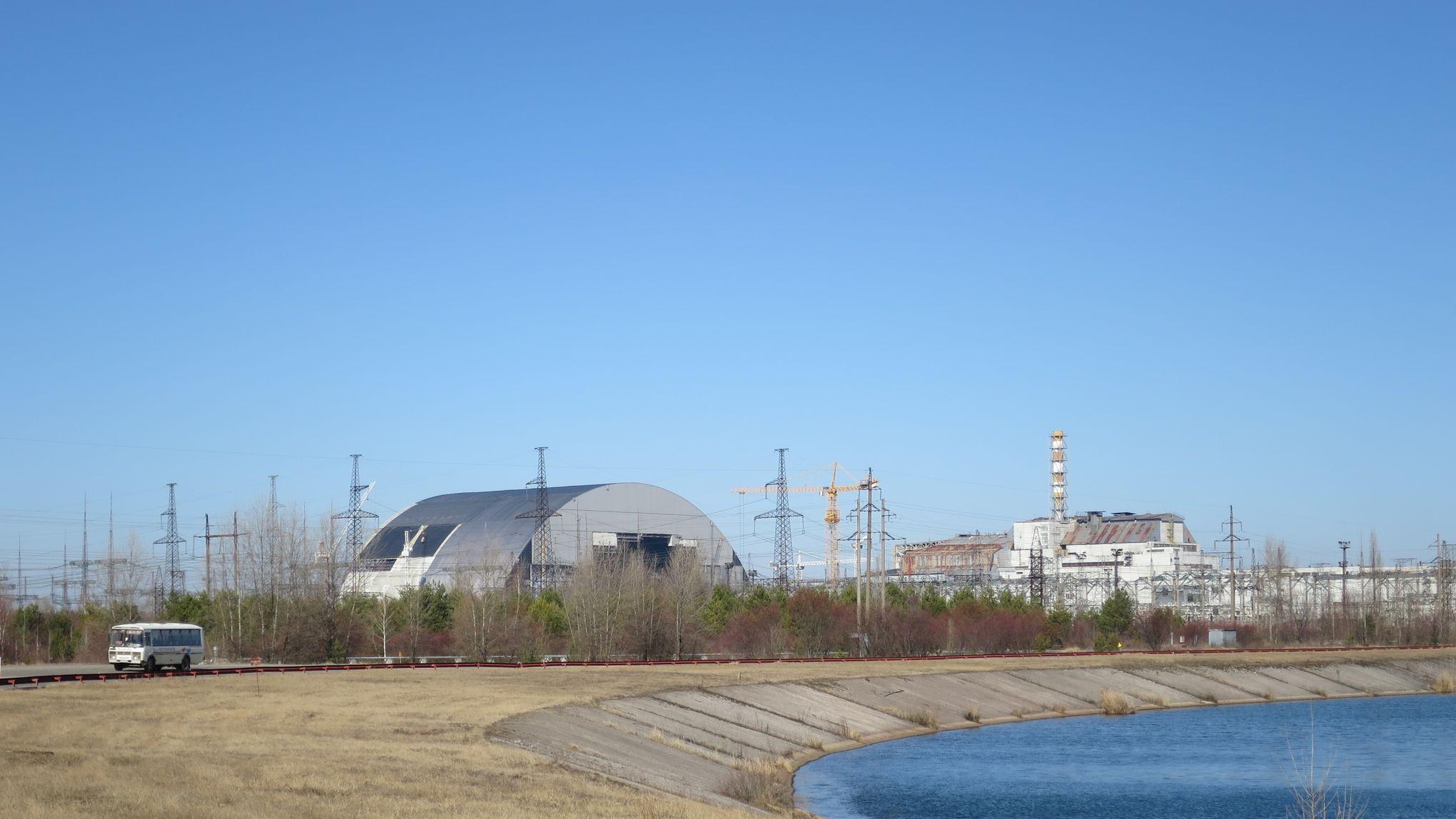 cette arche monumentale va recouvrir la centrale de tchernobyl. Black Bedroom Furniture Sets. Home Design Ideas