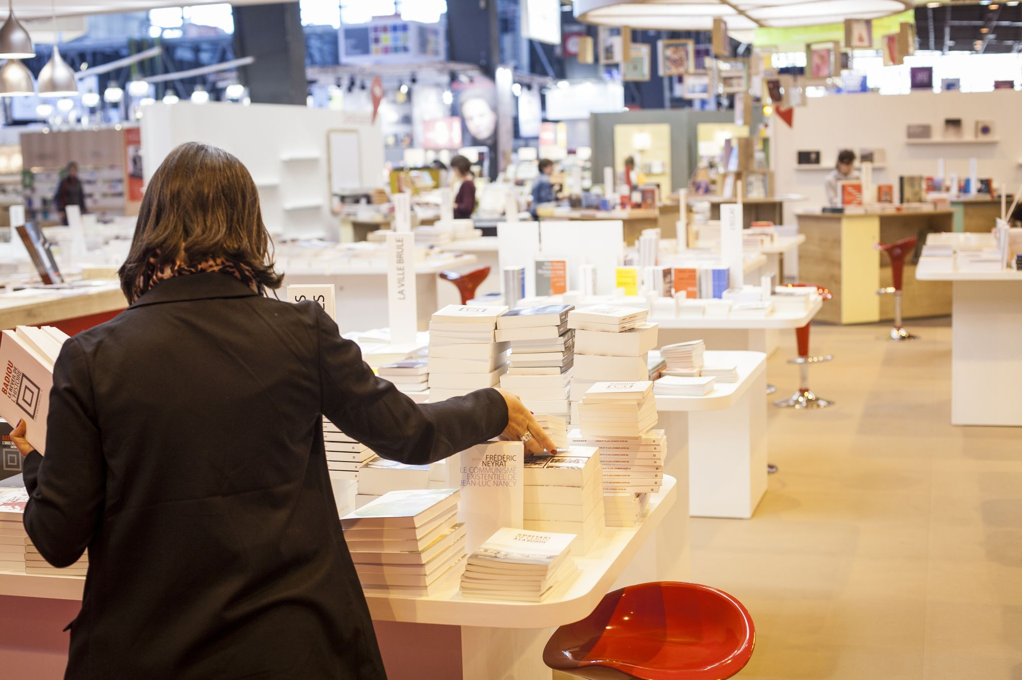 Le salon du livre reste porte de versailles mais se r nove for Salon e marketing porte de versaille