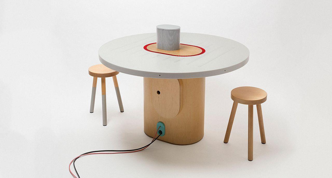 voici le bureau intelligent qui enregistre les comptes. Black Bedroom Furniture Sets. Home Design Ideas