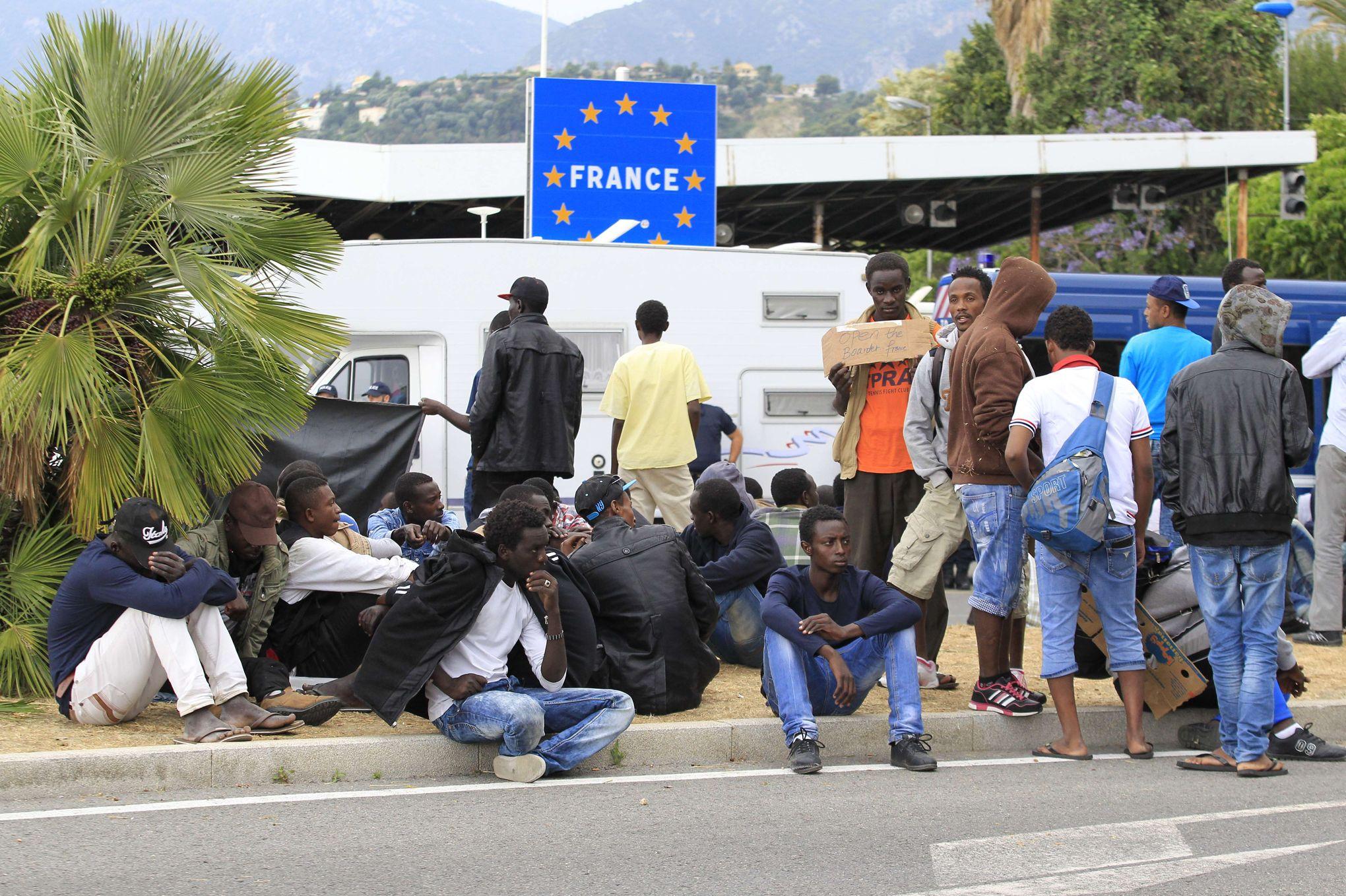 Vintimille des dizaines de migrants toujours pr sents for Accouchement en piscine en france