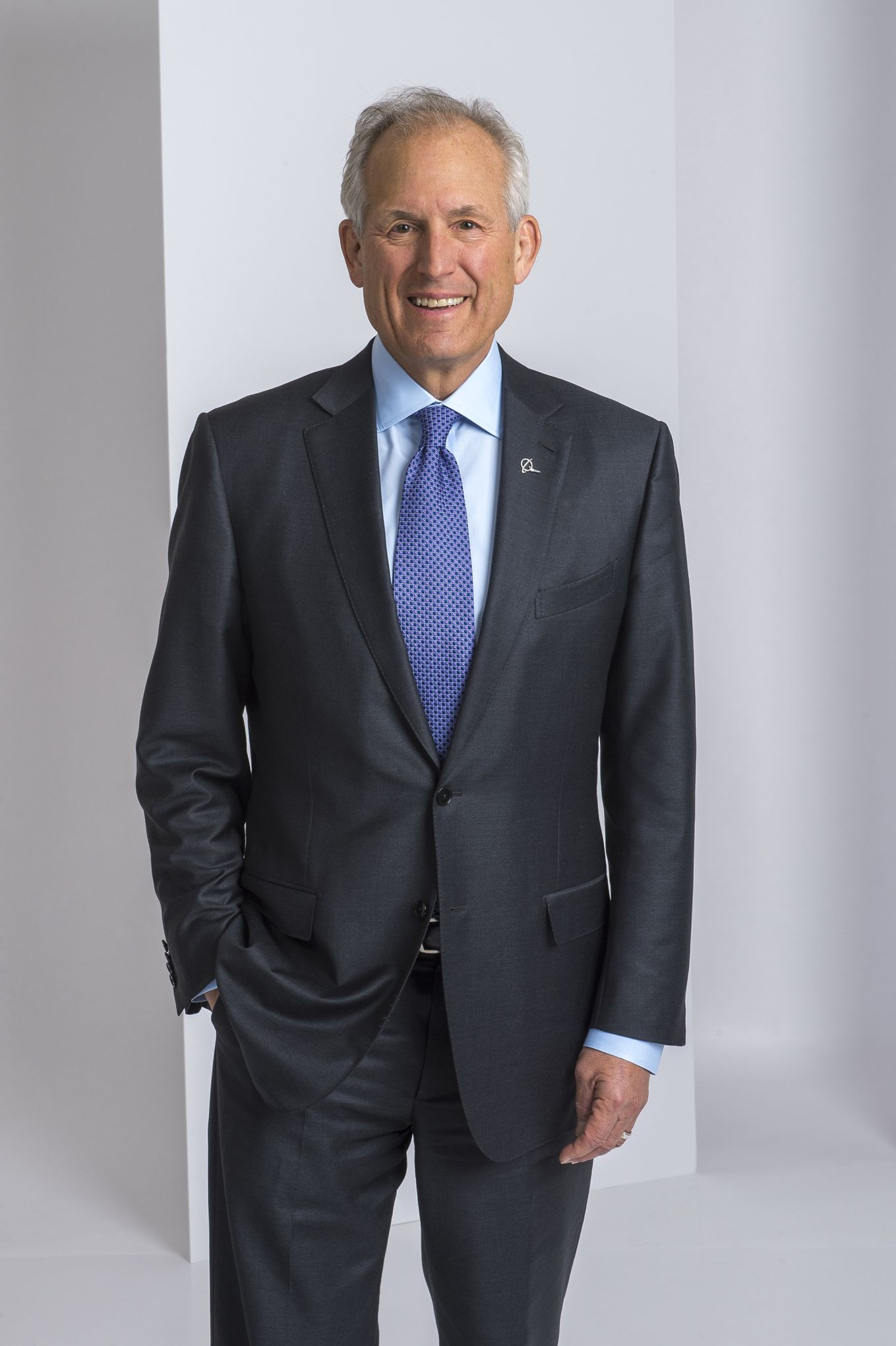 james mcnerney leadership ethics at boeing Boeing replaces ceo mcnerney with muilenburg  boeing leadership change 'generational shift':  w james mcnerney and dennis muilenburg of boeing.