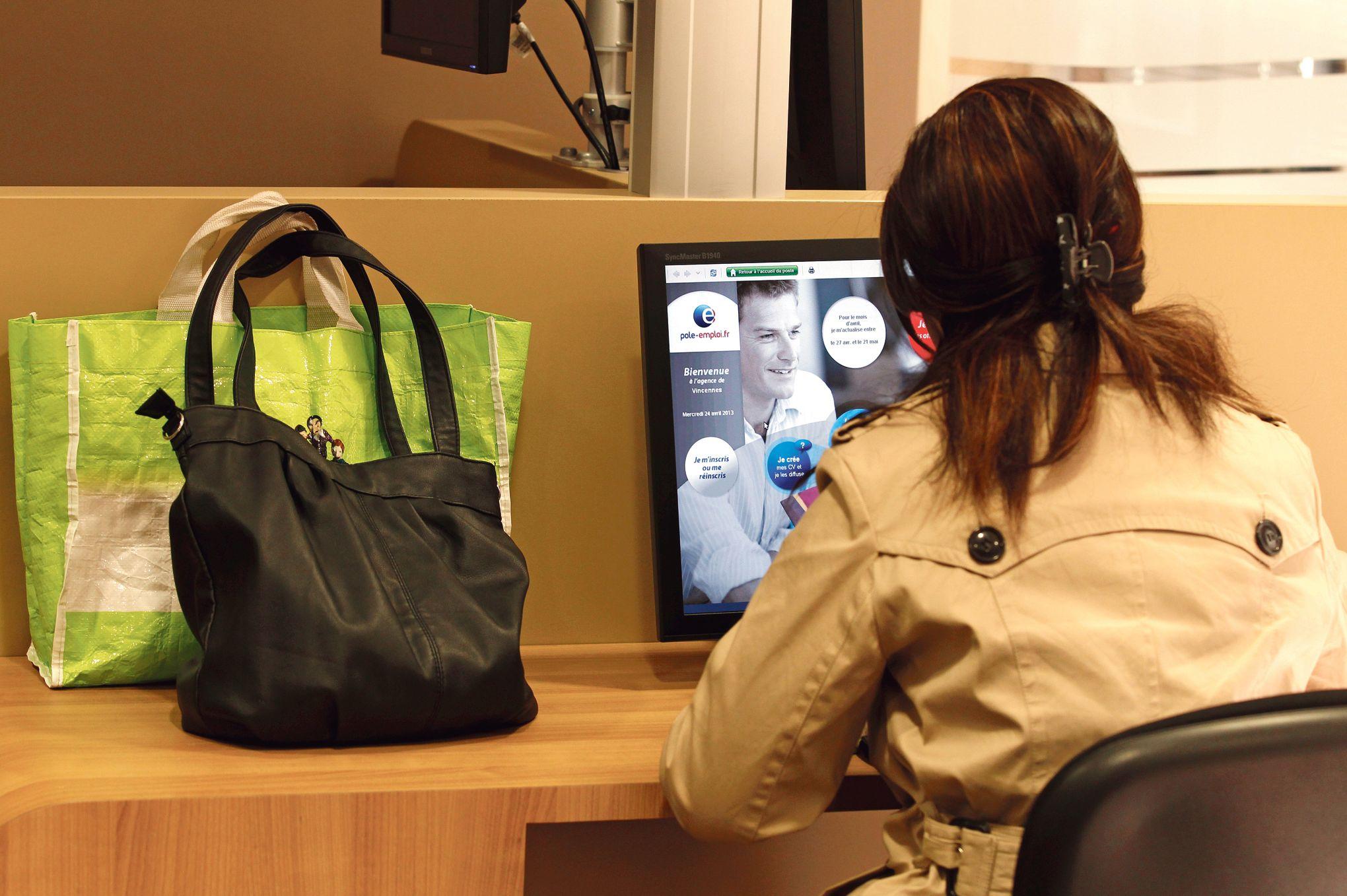 p le emploi lance une plateforme de services en ligne pour les ch meurs. Black Bedroom Furniture Sets. Home Design Ideas
