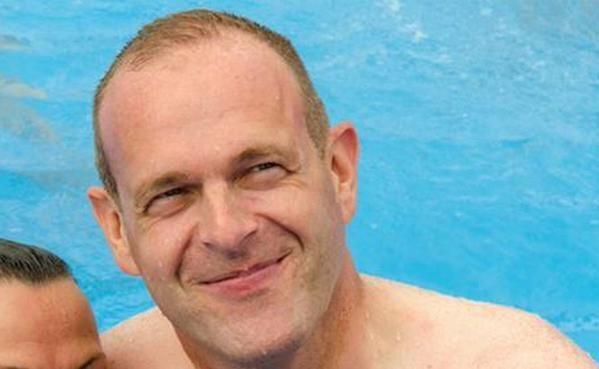 Steeve briois la piscine l 39 trange amalgame d 39 un lu for Cheb hichem 2015 la piscine
