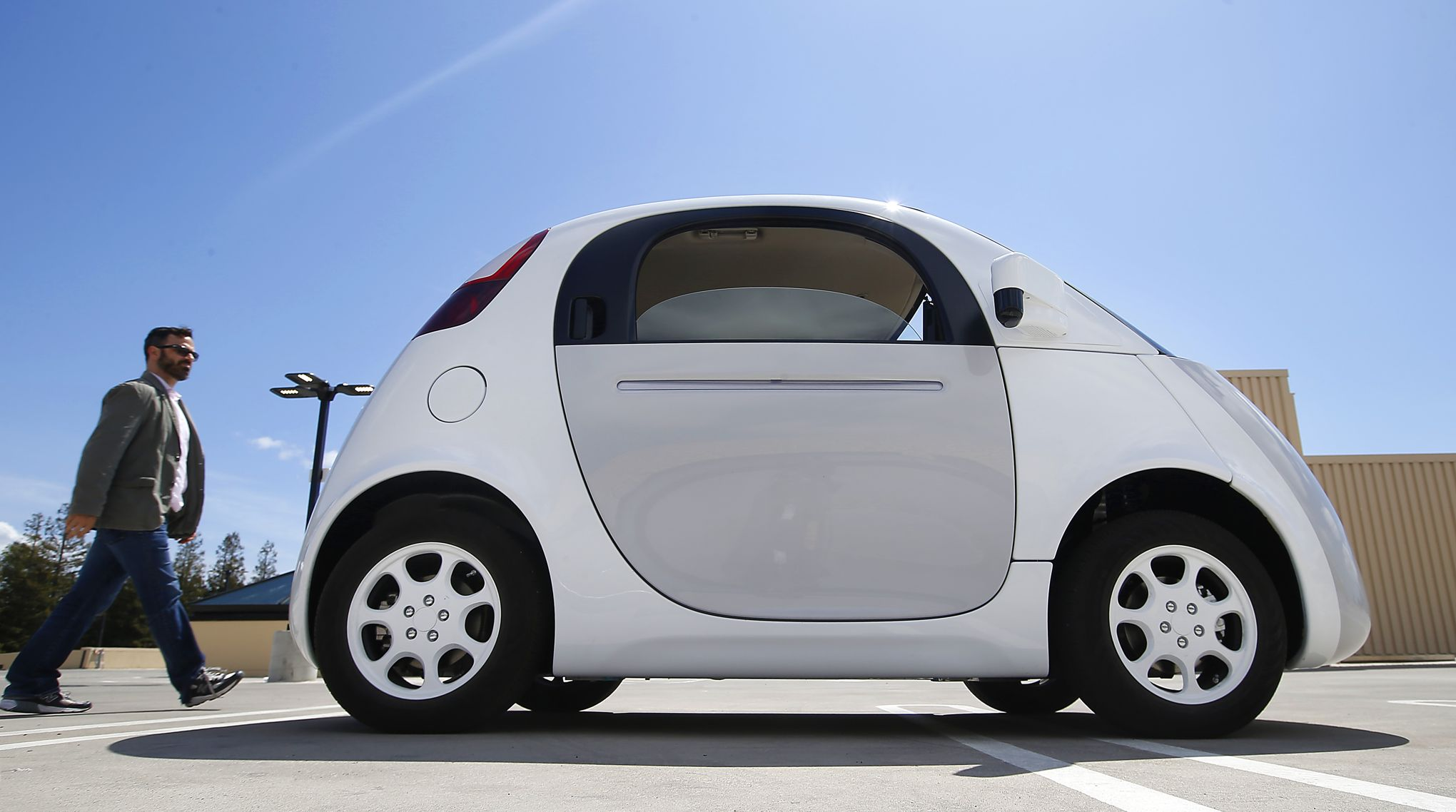 apple et google au volant de la voiture sans chauffeur. Black Bedroom Furniture Sets. Home Design Ideas