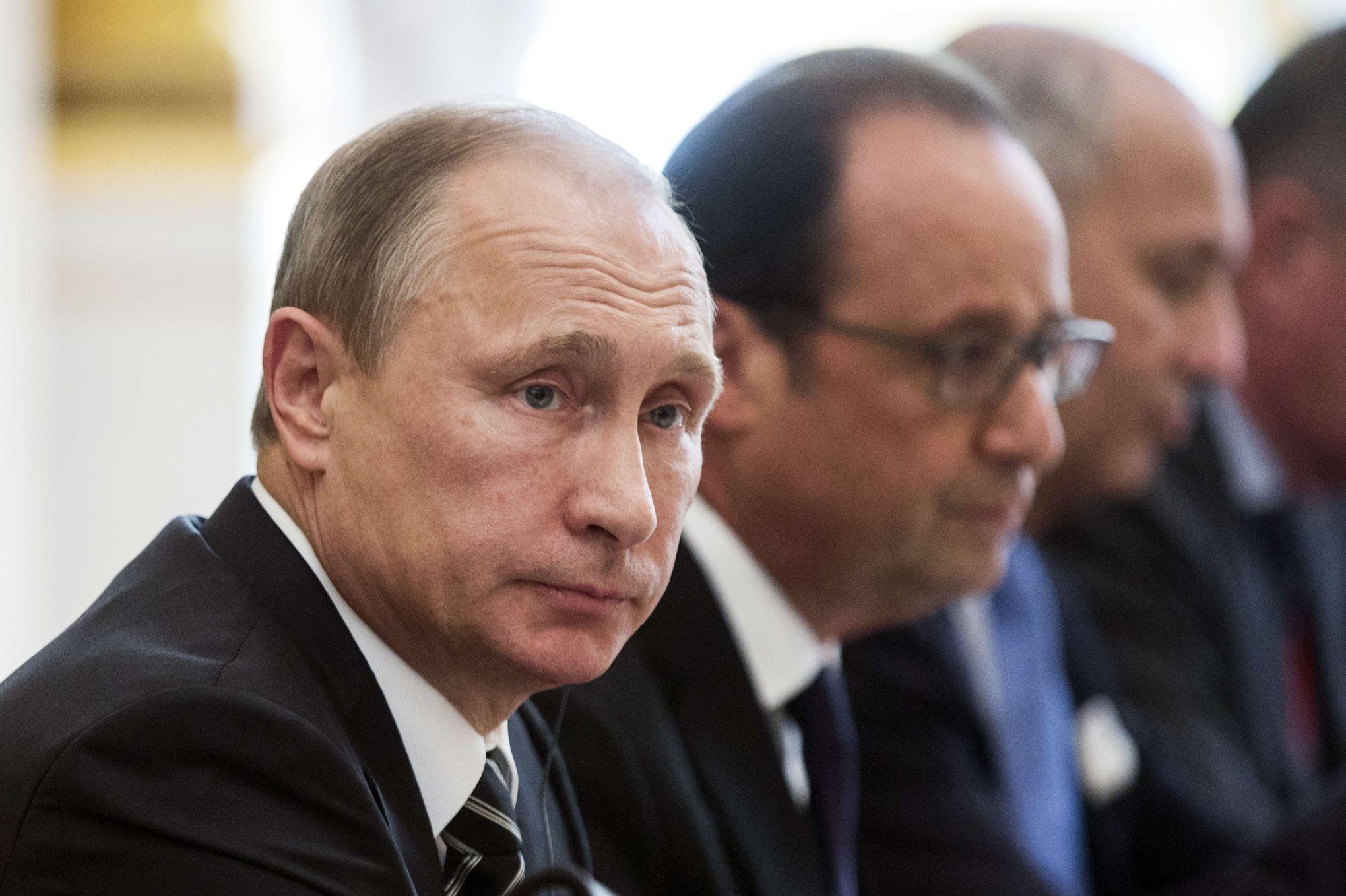 """Résultat de recherche d'images pour """"Syrie : Vladimir Poutine Remet François Hollande"""""""