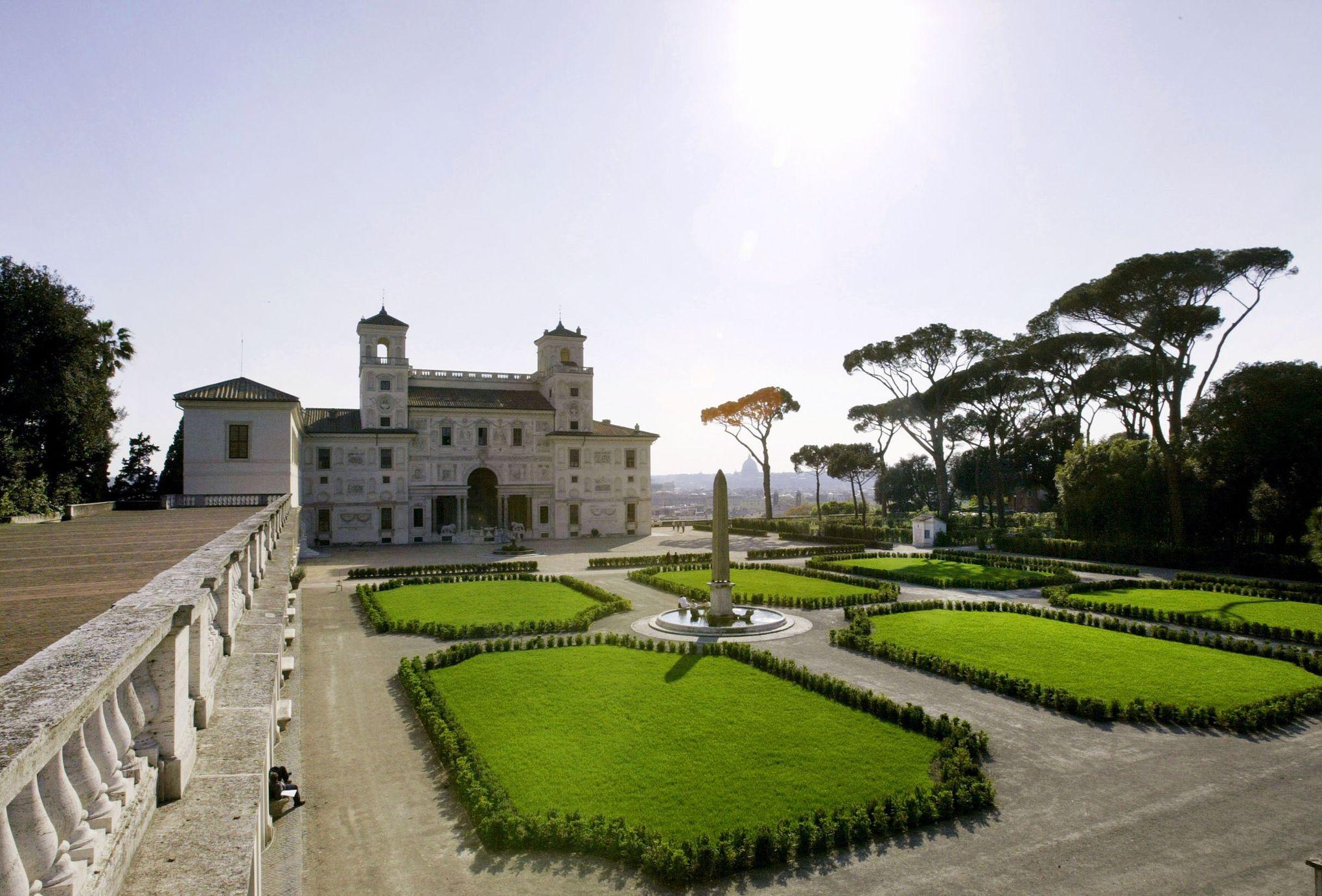 Villa Médicis la photo des pensionnaires scandalise les Italiens