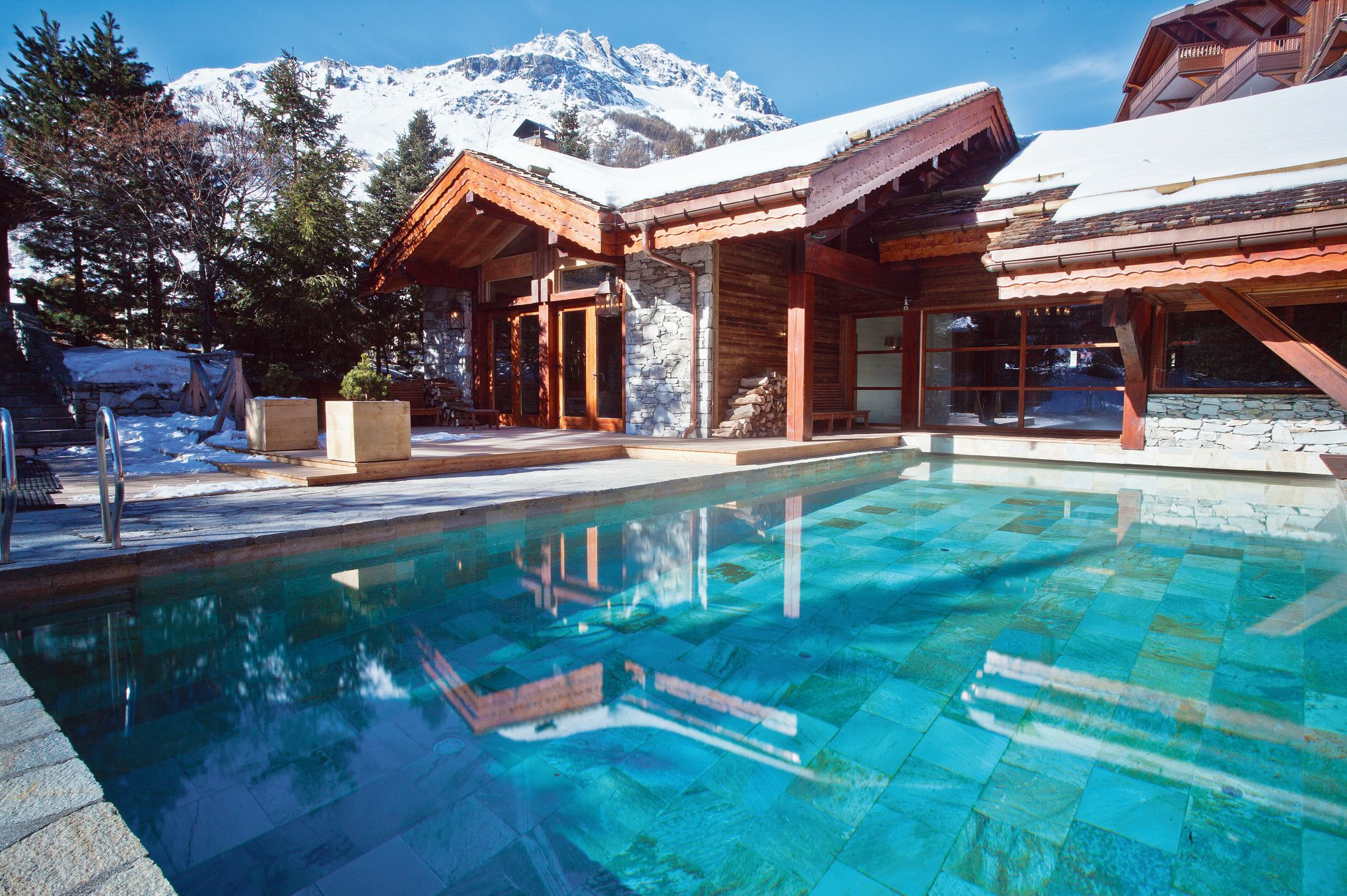 Val d 39 is re le blizzard rendez vous chic des skieurs for Piscine val d isere