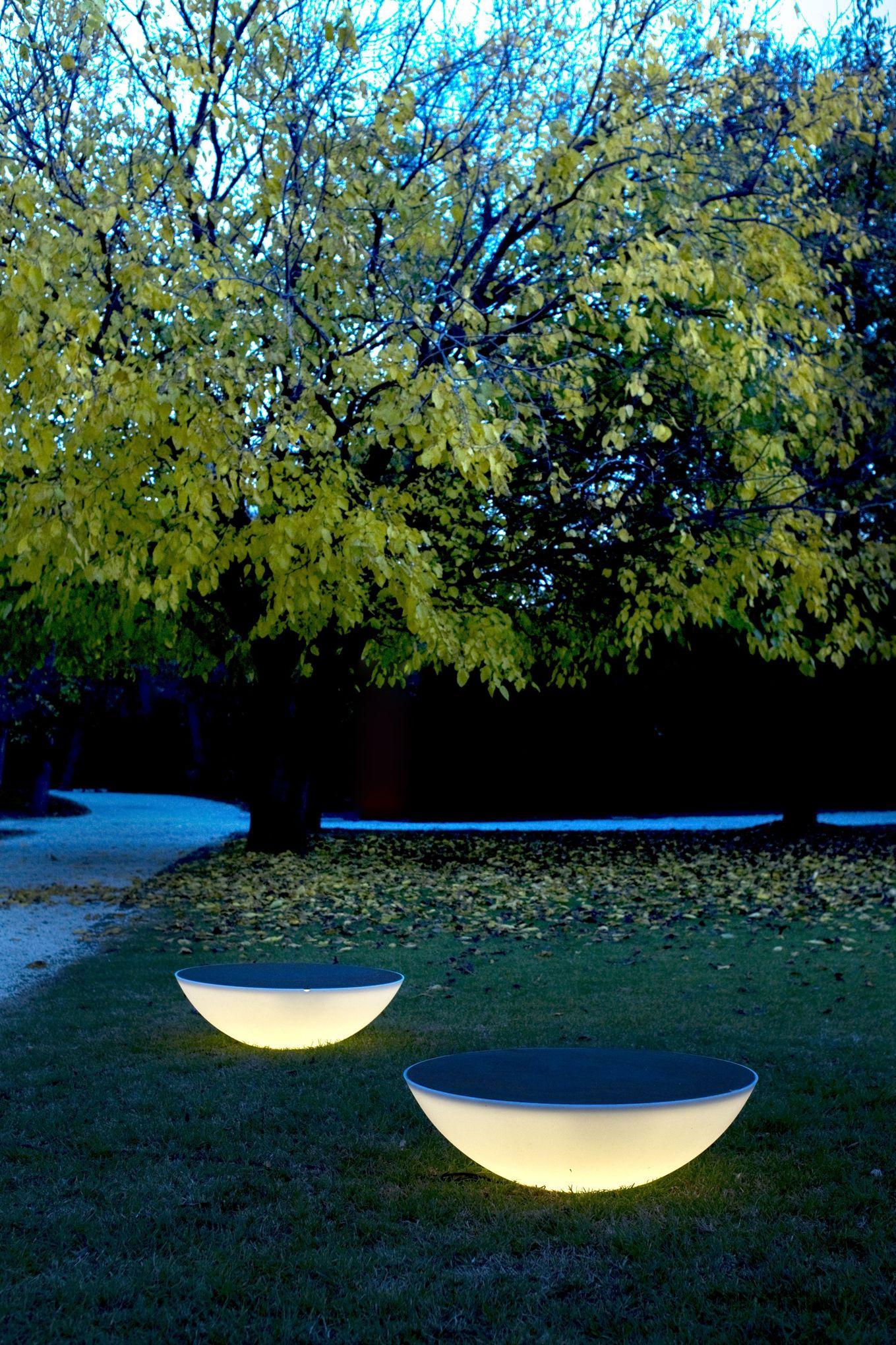 F rie de jeux de lumi re au jardin for Lumiere de jardin