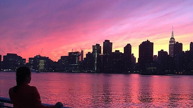 Le ciel de new york devient violet lors d 39 un coucher de soleil - Coucher du soleil new york ...