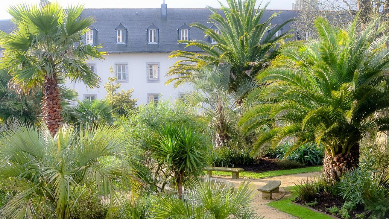 Balade enchant e dans les jardins d 39 den de quimper for Vide jardin finistere 2016