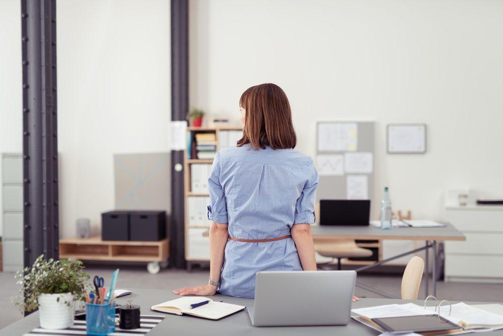 six r flexes pour ne plus avoir mal au dos au bureau. Black Bedroom Furniture Sets. Home Design Ideas