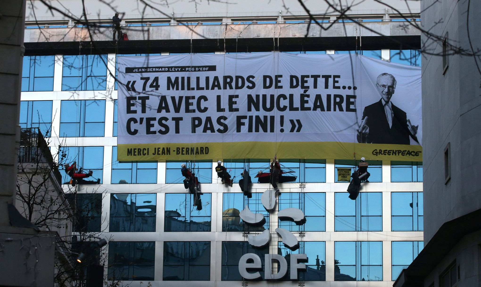Edf veut porter plainte contre greenpeace apr s un happening - Porter plainte combien de temps apres ...