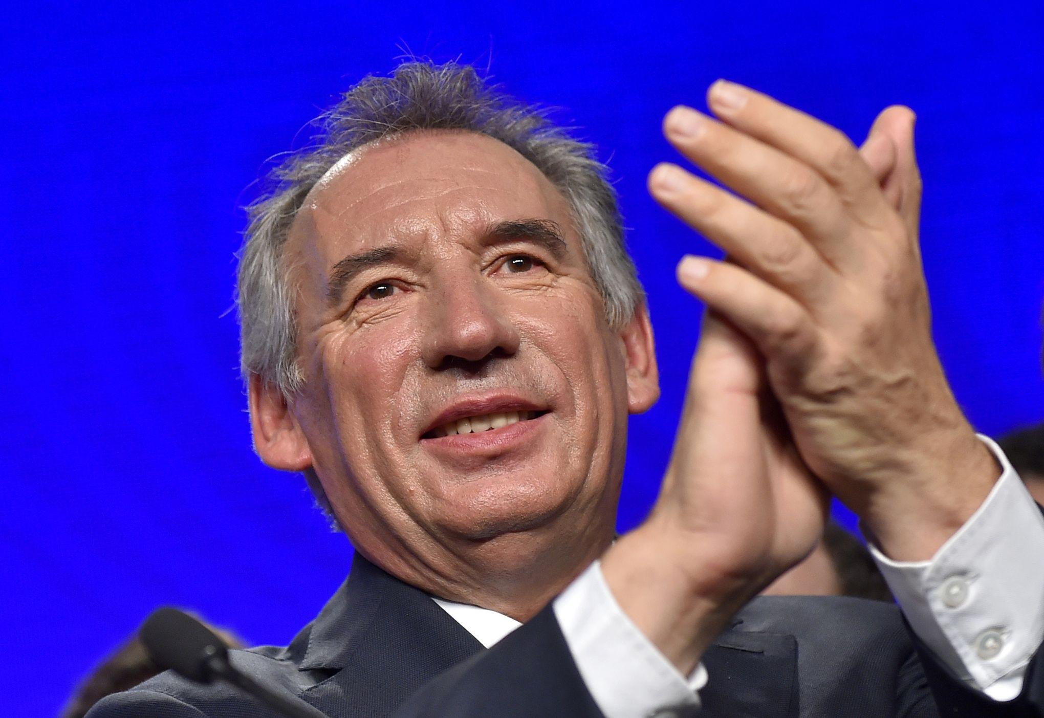 Le billet politique - Bayrou propose à Macron d'organiser le « casse du siècle »