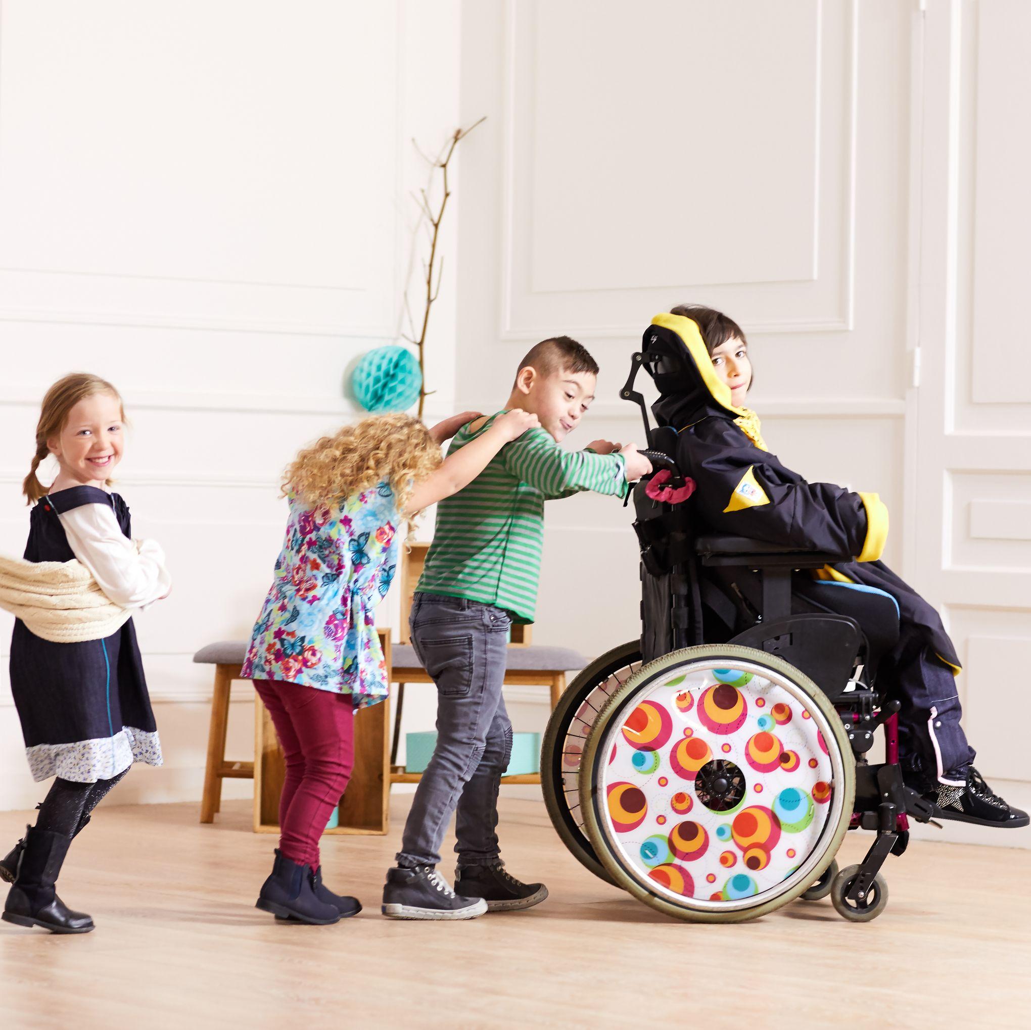 kiabi lance une ligne de v tements pour les enfants handicap s. Black Bedroom Furniture Sets. Home Design Ideas