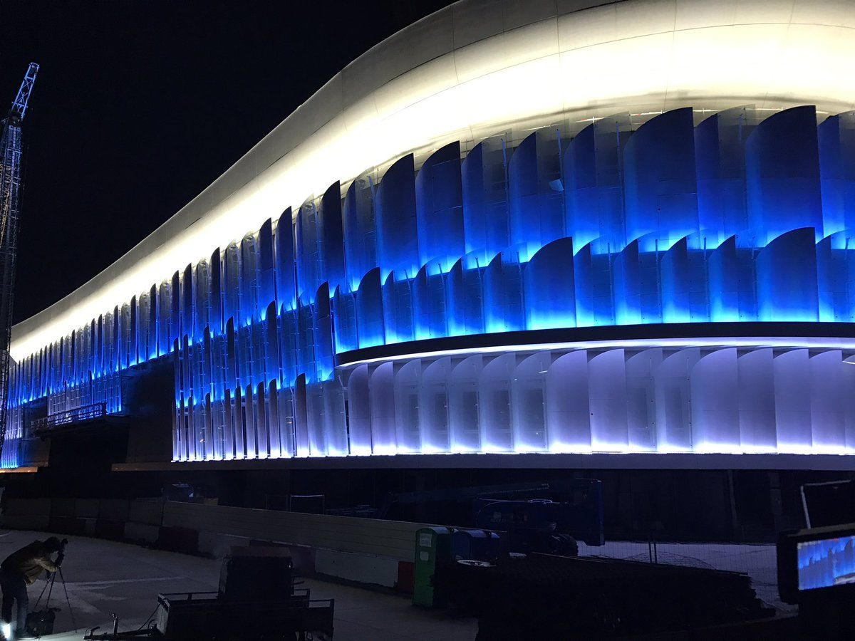 Quand la future arena du racing 92 s 39 illumine la d fense for Interieur u arena
