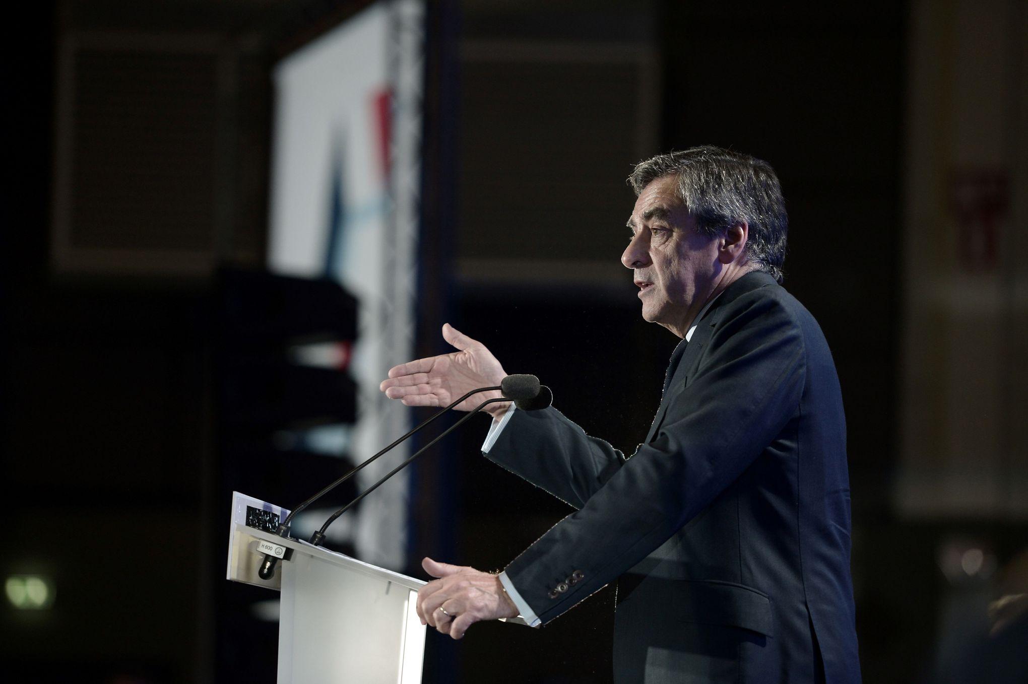 Fillon, Macron : un traitement médiatique à deux vitesses