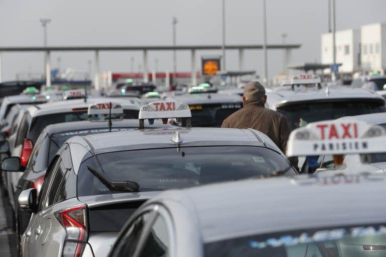 Taxis et VTC : un examen d'entrée presque commun bientôt en vigueur