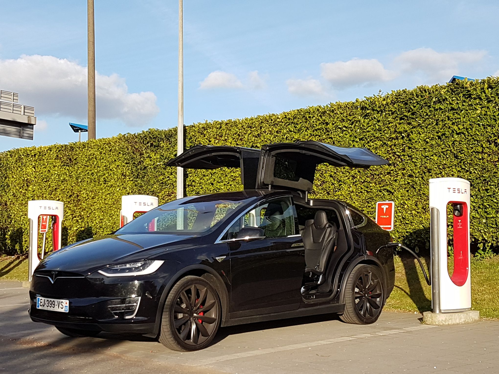 paris amsterdam en tesla model x. Black Bedroom Furniture Sets. Home Design Ideas