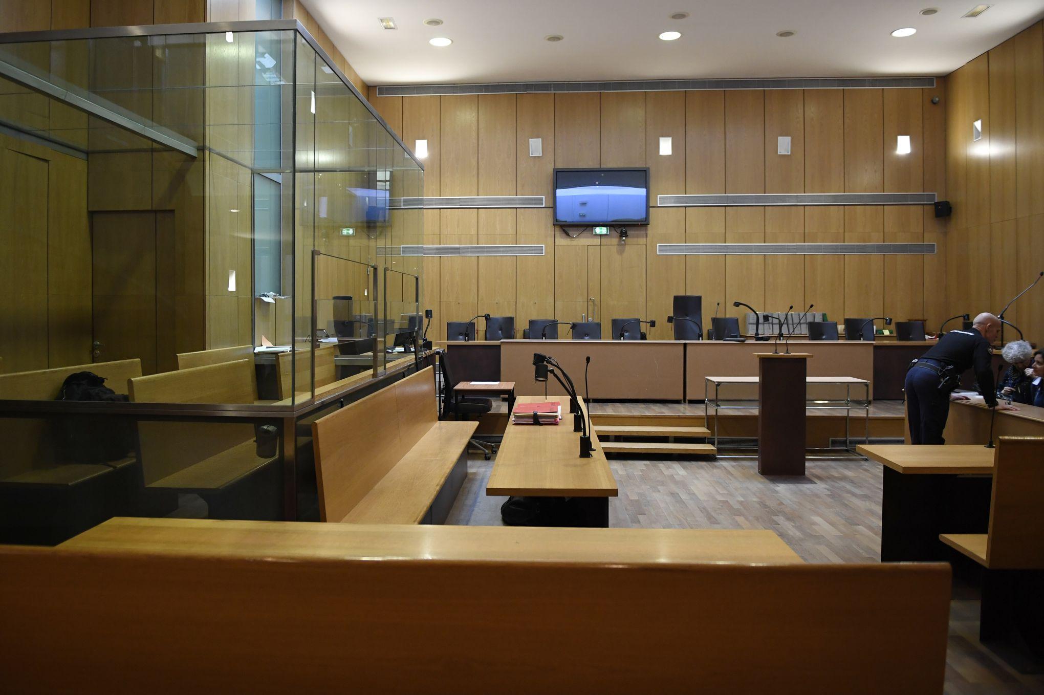Dix ans requis contre un ancien avocat jugé pour viol et agressions sexuelles